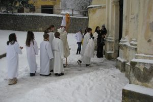Sveti Nikola daruje djecu